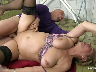 Short haired granny with glasses pounded apart from two guys and toys